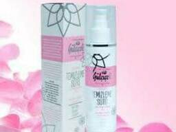 Natural cosmetic based on rose oil